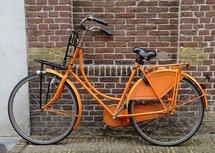 Oranje fiets (Ansichtkaart)
