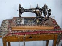 Oude naaimachine (Ansichtkaart)